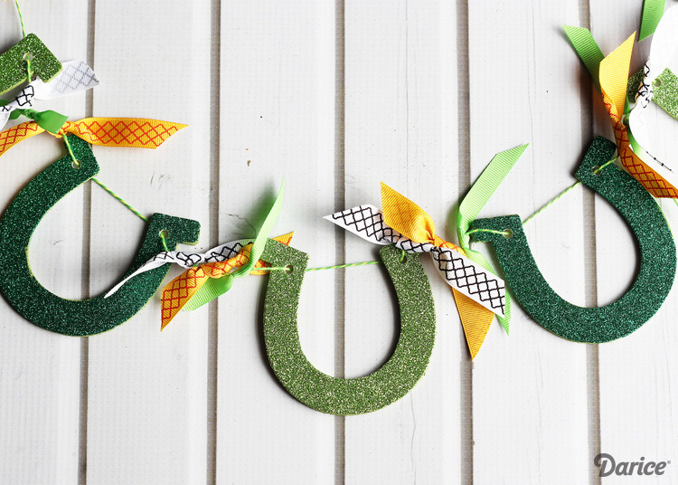Glittered-horseshoe-DIY-garland-Darice-1