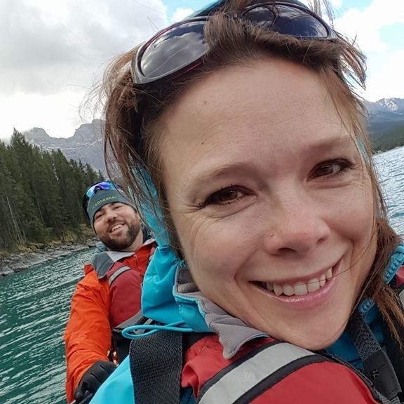 kayaking-at-lake-minnewanka